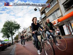 delft http://www.verkeersnet.nl/wp-content/uploads/2011/08/fietsstraat.jpg
