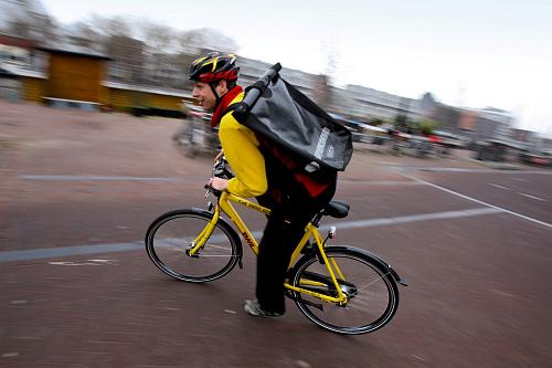 delft http://www.verkeersnet.nl/wp-content/uploads/2012/05/pr_032612_nl_fietskoerier_fietskoerier.png