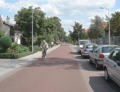 delft http://www.verkeersnet.nl/wp-content/uploads/2012/07/fietsstraat_zwolle-389x300.jpg