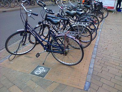 Fietsen in fietsvak Brugstraat
