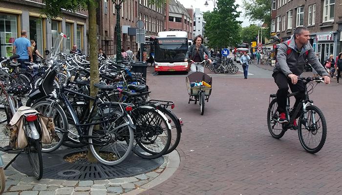 Twee studenten onderzochten parkeermaatregelen voor fietsers