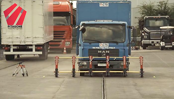 Barricade stopt rammende truck - VerkeersNetVerkeersNet