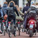 Snorfiets naar rijbaan FOTO Gemeente Amsterdam