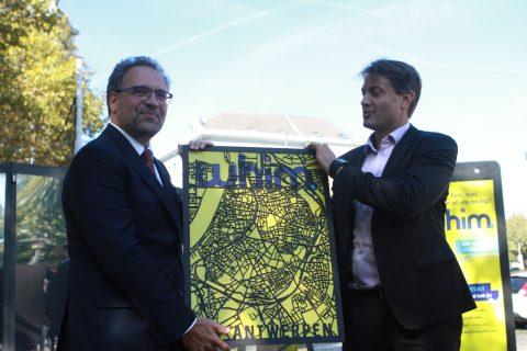 Stadsbestuurder Koen Kennis en MaaS Global-hoofd Sampo Hietanen FOTO Whim