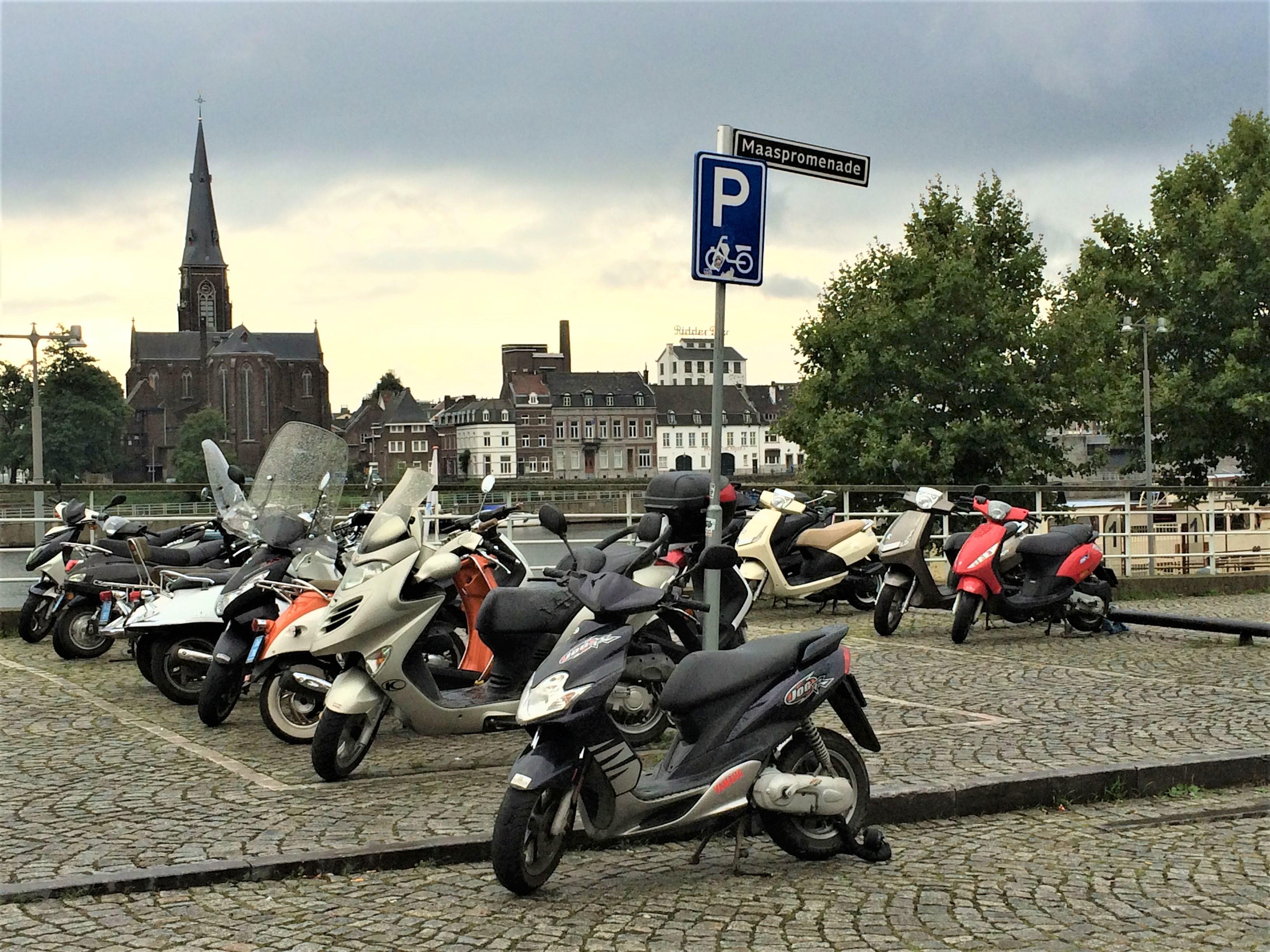 Parkeren motorfiets. FOTO Spark Parkeren