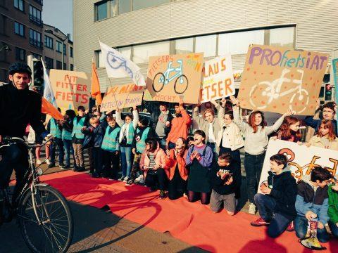 Applaus-actie Fietsersbond BE FOTO Mikael Van Eeckhoudt