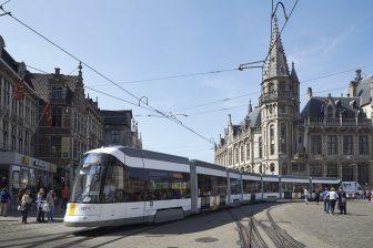 Een Flexity Tram van De Lijn in Gent
