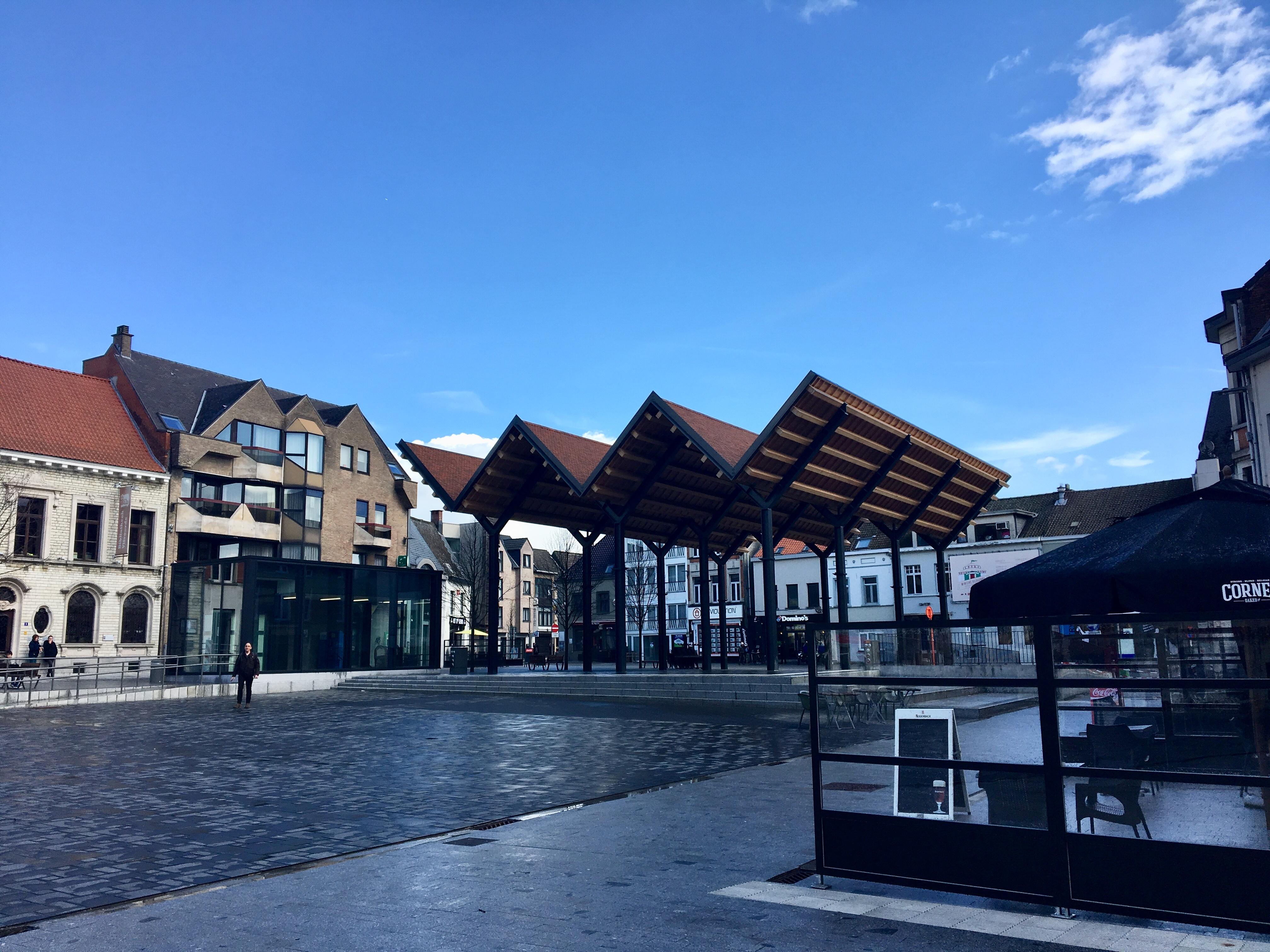 Het nieuwe plein in het centrum van Vilvoorde. FOTO VerkeersNet