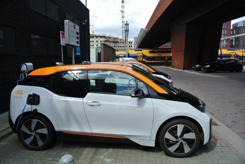 Een Amber-auto in het Paleiskwartier in Den Bosch FOTO Stefan Keerssemeeckers