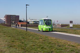 De Zelfrijdende shuttle bij het Ommelander Ziekenhuis in Scheemda. FOTO Provincie Groningen/Sabina Theijs
