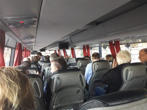 Passagiers in touringcar
