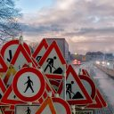 Verkeersborden, wegwerkzaamheden (Afbeelding van Bruno Glätsch via Pixabay)