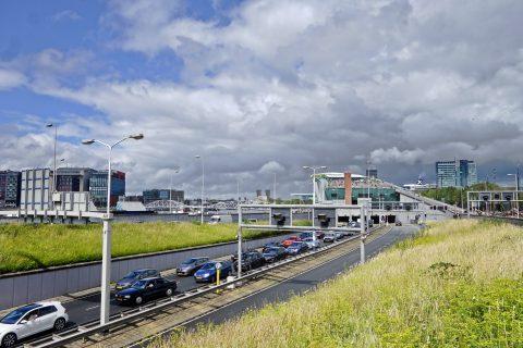Auto's staan in de file bij IJ-tunnel, Amsterdam