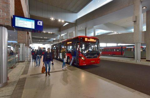 Busstation Breda Nederland, Noord-Brabant, Breda, mei 2015. BEELD: IenW/Riesjard Schropp.