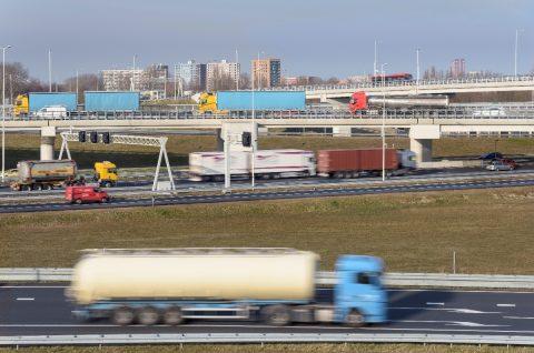 Snelweg A15 bij Rotterdam Zuid BEELD IenW/Tineke Dijkstra Fotografie