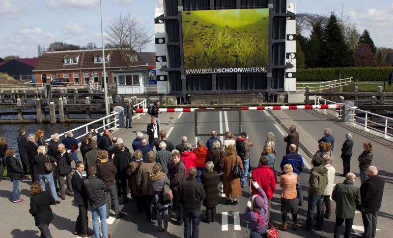 Brug als podium BEELD Beeldschoonwater.nl