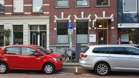 Parkeerplaats laadpaal elektrische auto