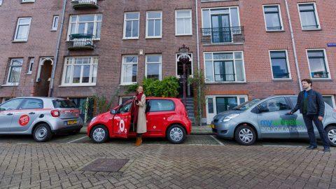 Verschilende deelauto's op straat (foto: Remy de Kleine)