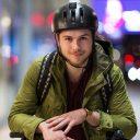 Jongere met fietshelm (foto: TeamAlert)