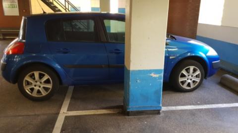 Pilaar in parkeergarage