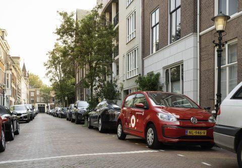 Deelauto van Greenwheels in de stad (foto: Jeroen Zondag)