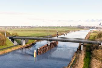 Fietsbrug bij Ritsumasyl over het Van Harinxmakanaal Friesland