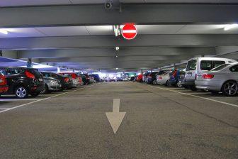 Parkeergarage (bron: PublicDomainPictures/ Pixabay)
