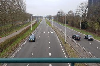 Auto's op doorgaande weg Breda, infrastructuur
