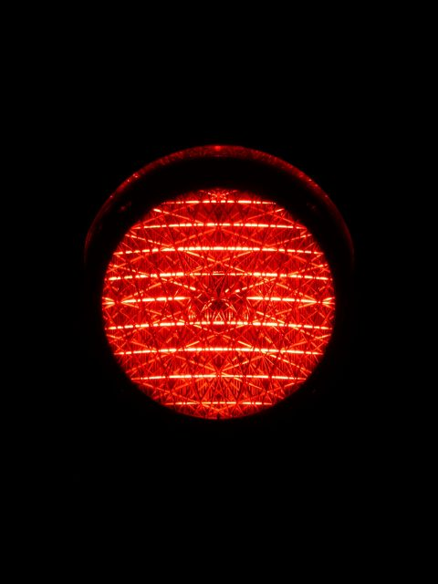 Rood verkeerslicht (bron: Hans Braxmeier via Pixabay)