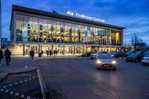 Auto's voor Eindhoven Centraal (bron: NS)