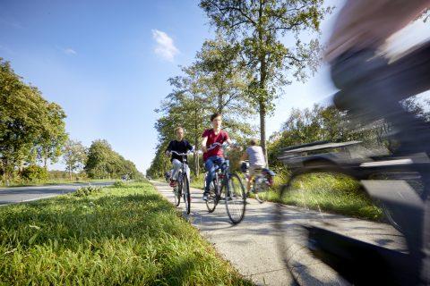 Actieve mobiliteit op fietspad in Noord-Holland (bron: prov N-H)
