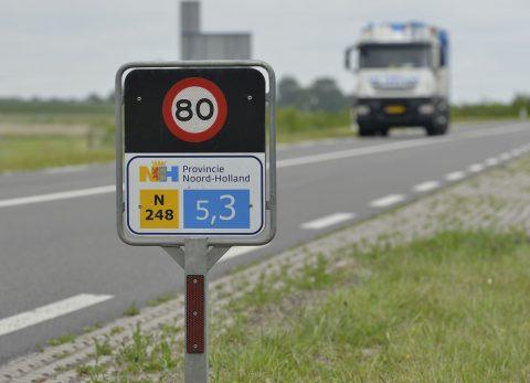 Hectometer-paaltje bij 80-weg (provincie Noord-Holland)