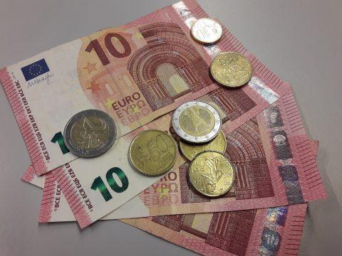 Geld, boete, tientjes (bron: Vincent)