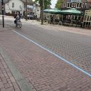 Parkeerplaats met blauwe streep in Someren