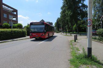 Bus op 30 km-weg in Breda