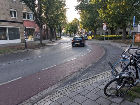 Auto op straat in Eindhoven (bron: IJ)